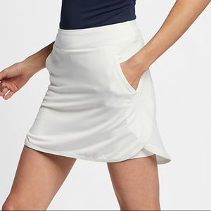"Nike Womens Dri-Fit 17"" Golf Skirt Features:"